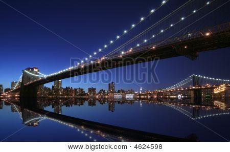New York Brooklyn-Brücke bei Nacht