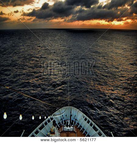 Ñruise ship at night