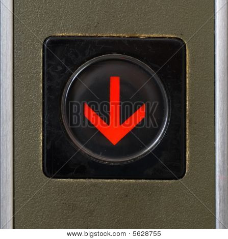 Botón del elevador del primer plano de abajo muestra