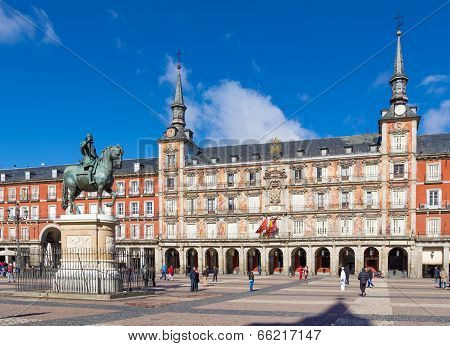 MADRID, SPAIN - FEBRUARY 10, 2014: Monument to King Philip III of Spain on the Plaza Mayor in Madrid