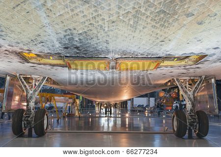 Chantilly-USA,VA - September, 26:Space Shuttle Discovery Lower Body Side