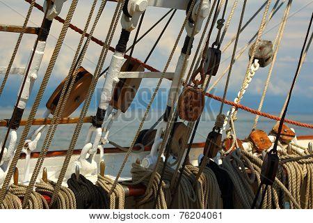 ancient sailing ship rigging