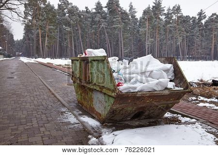 Garbage container in a snowy park