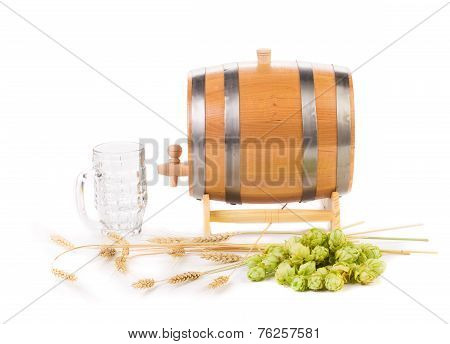 Beer barrel with beer glass and hop