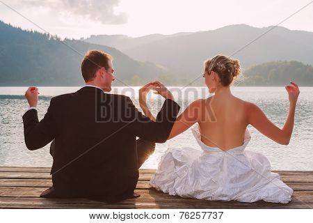 Romantic wedding on the lake
