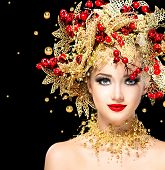foto of black face  - Christmas Winter Fashion Model Girl with golden hairstyle and make up - JPG