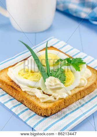 Breakfast Sandwich With Sliced Eggs And Verdure