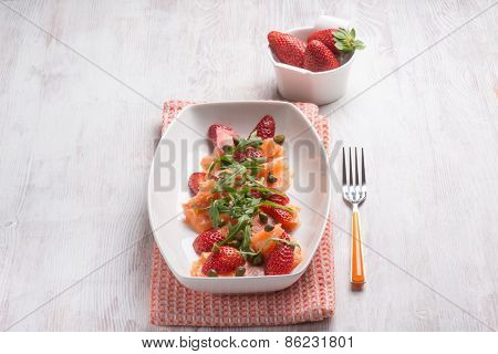 smoked salmon salad with strawberries arugula and capers