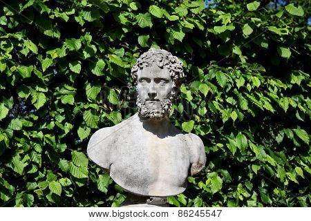 Monument Head