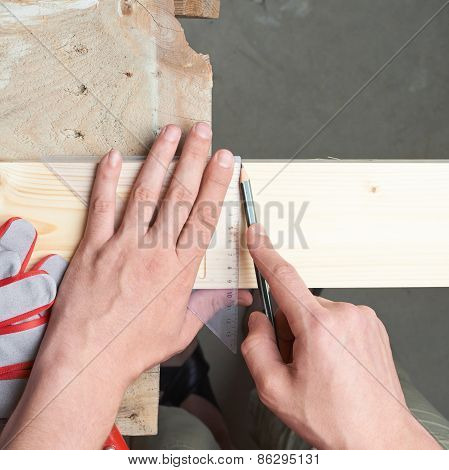 Marking the cutting line of the board