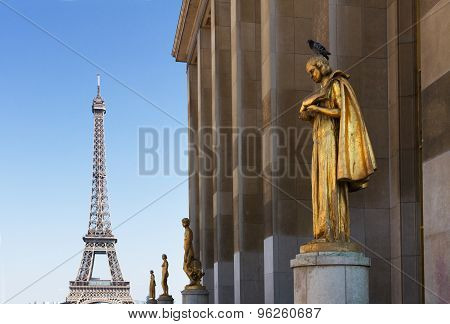 eiffel tour and statues of Trocadero