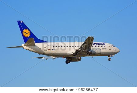 ZURICH - JULY 18: Boeing-737, Lufthansa landing in Zurich after short haul flight on July 18, 2015 in Zurich, Switzerland. Zurich airport is home for Swiss Air and one of the biggest European hubs.