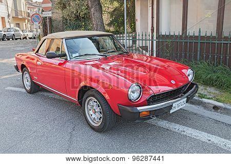 Vintage Fiat 124 Sport Spider