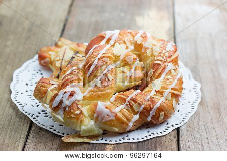 Sweet Bread With Almonds