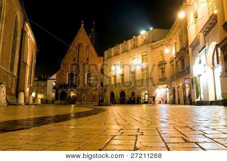 Escena nocturna en Cracovia, Polonia