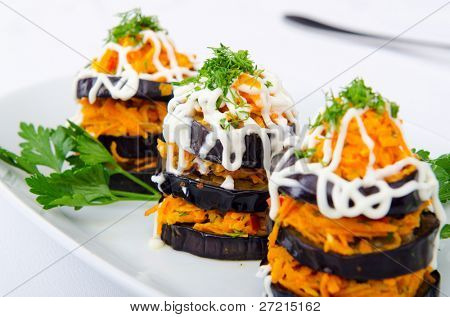 Salad pyramids served in the plate