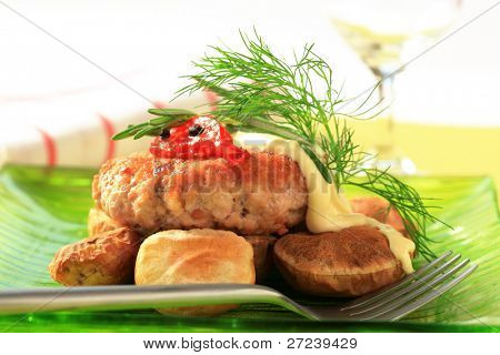 Baked potatoes with burger and herbs