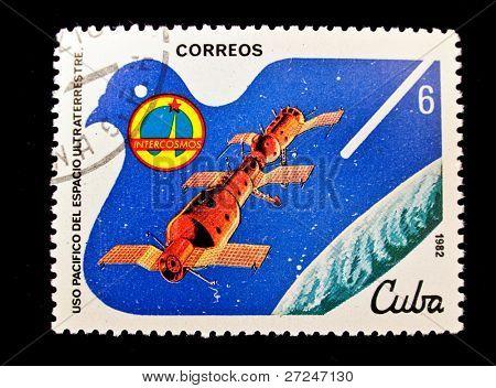 CUBA - CIRCA 1982: Un sello impreso en la nave interestelar de espectáculos de Cuba, alrededor de 1982. Espacio grande s
