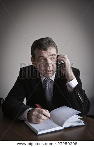 I listen and I write down! The official speaks by phone.