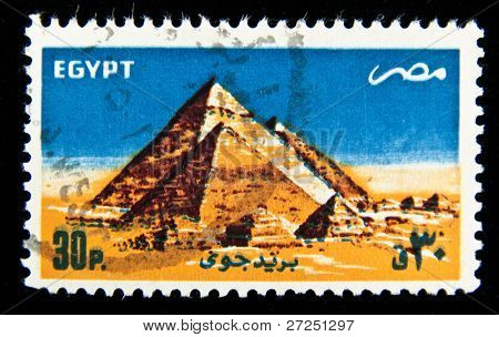 EGYPT - CIRCA 1960s: A stamp printed in Egipt shows the Egyptian pyramids, circa 1960s