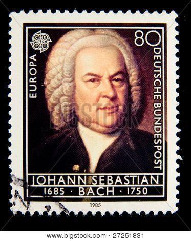 Alemanha - por volta de 1985: Um selo impresso na Alemanha mostra retrato do compositor Johann Sebastian