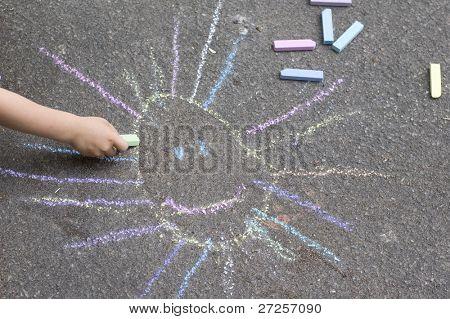 sol desenho de criança no asfalto