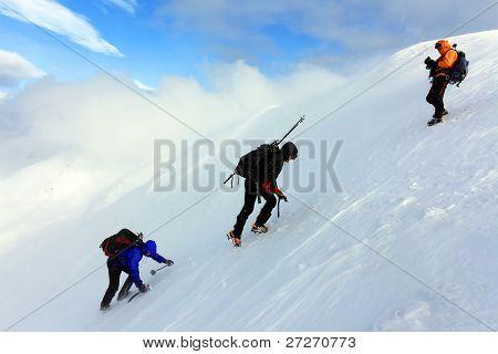 Climbing alpinists