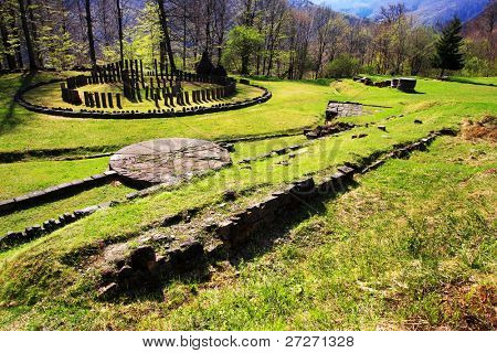 Sarmizegetusa Regia (situado a 1200m de altitud, es el centro estratégico de la Dacia defensi
