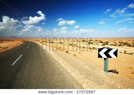 Estrada do deserto do Saara