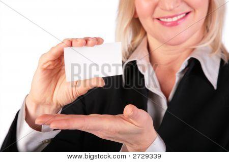 Frau mit weißen Karte für Text 2