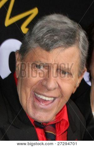 """LOS ANGELES - 7 de dezembro: Jerry Lewis chega na Premiere de Encore """"método para a loucura de Jerr"""