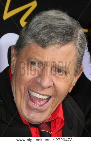 LOS ANGELES - 7 de DEC: Jerry Lewis llega a la de Premiere de Encore