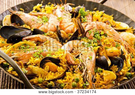 seafood paella in the fry pan