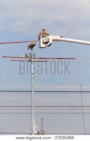 Electric Linesman