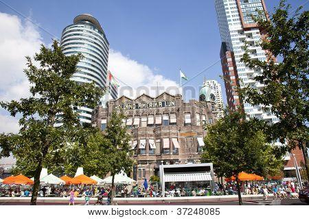 Rotterdam, Nederland - 8 September 2012: uitzicht op het historische gebouw Holland Amerika Lijn in I