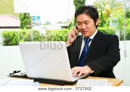 Falando no telefone