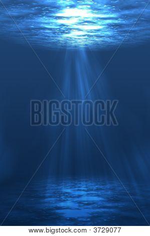 Sol brilla bajo el agua