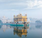 pic of gurudwara  - Sikh gurdwara Golden Temple  - JPG