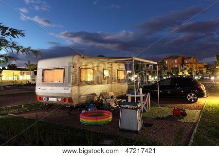 Local de acampamento à noite