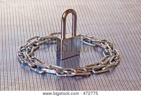 Padlock & Chain Circle