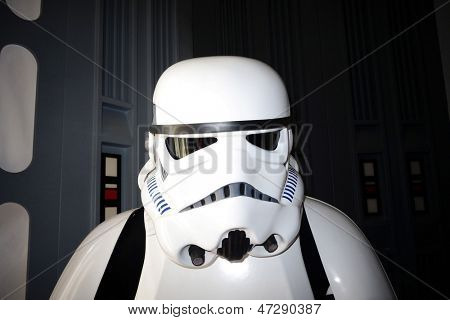 BURBANK - JUN-26: Star Wars-Charakter, anlässlich Castawa Stormtrooper bei den 39th Annual Saturn Awards