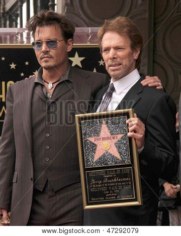 LOS ANGELES - 24 de JUN: Johnny Depp, Jerry Bruckheimer do Jerry Bruckheimer Star sobre o Hollywoo