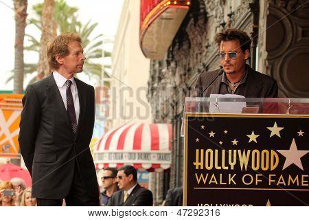LOS ANGELES - 24 de JUN: Jerry Bruckheimer, Johnny Depp no Jerry Bruckheimer Star sobre o Hollywoo