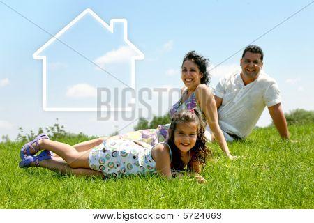 Einfamilienhaus Familie auf dem Rasen