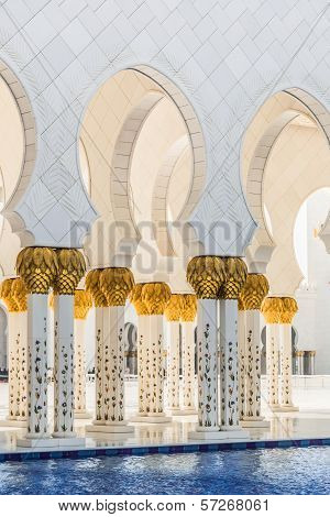 Hallway With Golden Decorated Pillars At The Entrance Of The World Famous Sheikh Sultan Zayed Mosque