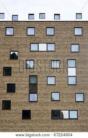 Strange window arrangement
