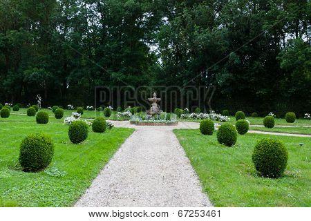 Garden Of Dampierre-sur-boutonne Castle
