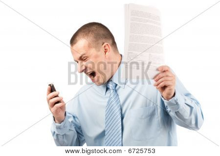 Empresário gritando no telefone