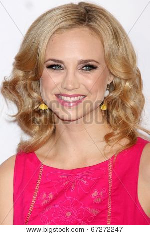 LOS ANGELES - JUN 24:  Fiona Gubelmann at the 5th Annual Thirst Gala at the Beverly Hilton Hotel on June 24, 2014 in Beverly Hills, CA