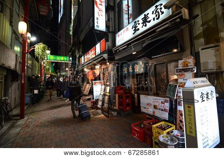 Tokyo,japan - November 23: Narrow Pedestrian Street , The Area Is Filled With Tiny Cheap Restaurants